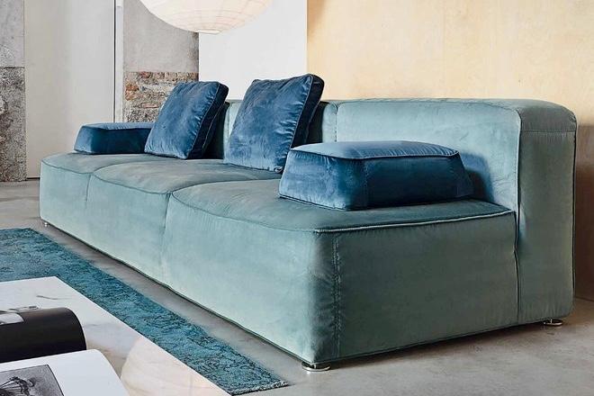 Valeries Big Sofas