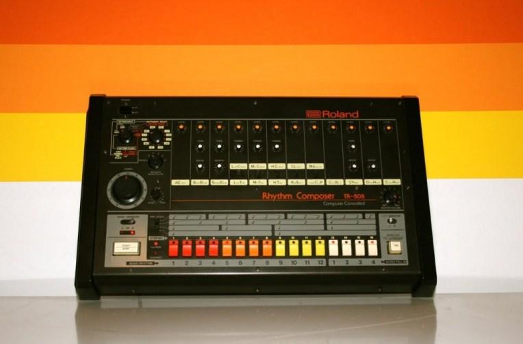 La marca japonesa de instrumentos musicales electrónicos ROLAND fundada en los 70's, celebra hoy 8 de Agosto, el día del 808.