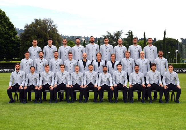 """Fachos"""", """"Mussolini"""" : la photo de la sélection italienne pour l'Euro  suscite une déferlante de racisme anti-blancs - Valeurs actuelles"""