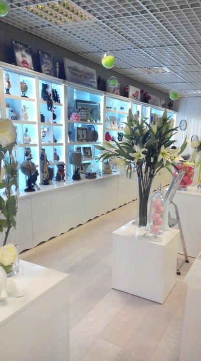 Amenagement d'une boutique pour cadeaux dans une gallerie de grande surface - VALIN