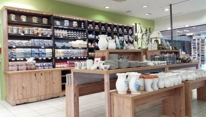 Aménagement d'une boutique pour produits régionaux en gallerie marchande de grande surface - Création, conception VALIN - Multi-matériaux