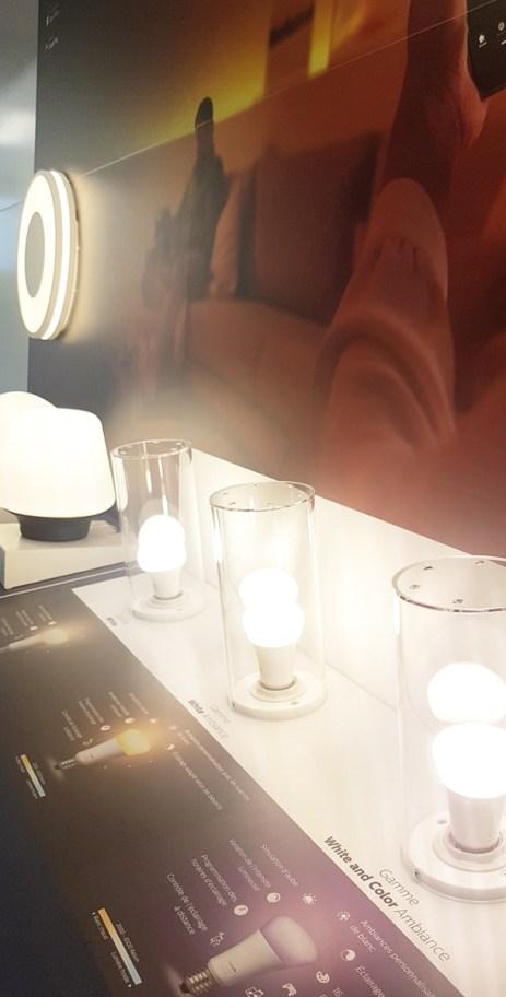Présentoir sur-mesure pour la promotion des produits lumineux connectés PHILIPS HUE – Conception et fabrication VALIN.