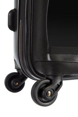 Les roulettes de cette valise rigide sont juste parfait en pleine course à l'aéroport