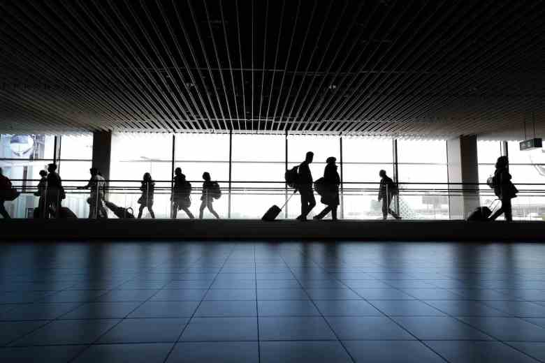 Airport Layover Tips - People Watching