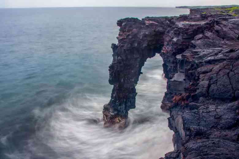 Hawaii Volcanoes - Hōlei Sea Arch - Thomas via Flickr