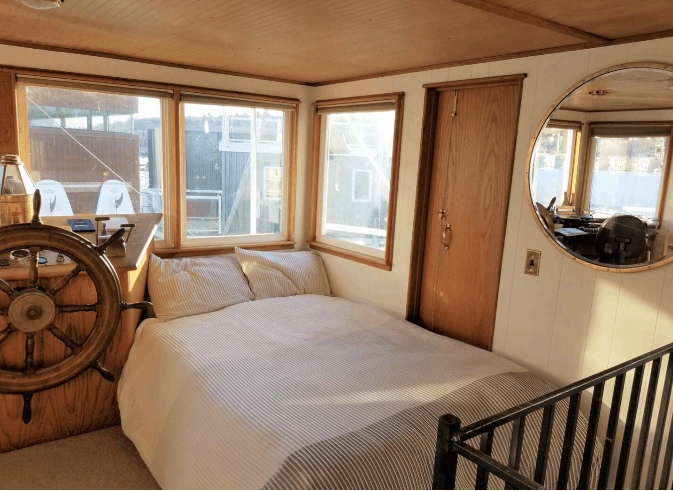 Seattle Airbnbs - Iconic Paddlewheeler Houseboat