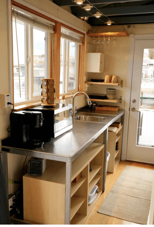Seattle Airbnbs - Modern Houseboat
