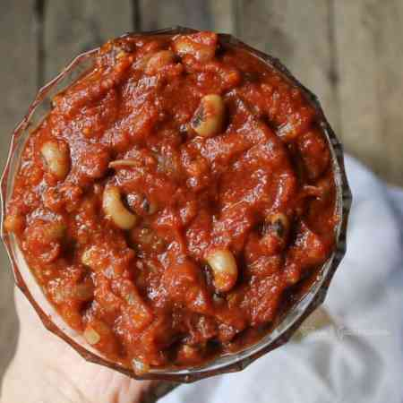 Smoky vegan baked beans made in only 15 minutes!