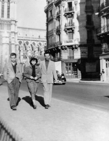 Jorge Eduardo Eielson junto a Blanca Varela y Fernando de Szyszlo en Paris, 1949. Crédito: Archivo Blanca Varela