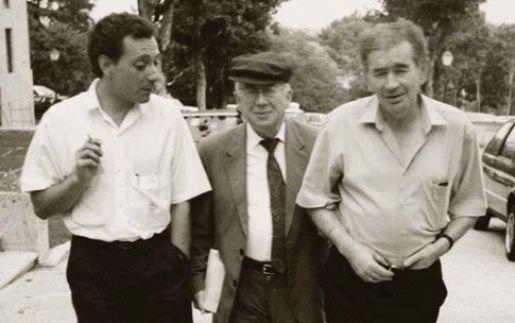 Poetas conversan. (De izq. a der.) Juan Carlos Mestre, Gonzalo Rojas y Antonio Gamoneda.