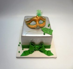 B347 St Patricks Mask cake