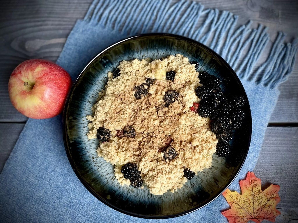 blackberry and apple crumble served in a denby halo bowl