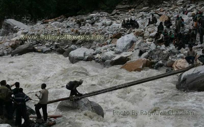 A bridge being constructed between Govindghat and Ghangaria over Pushpawati River just 3 kilometers before Ghangaria.