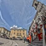 figuranti_piazza_e_scale_8mm_HDR