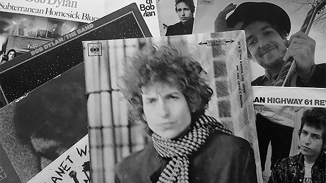 Dylanin levyjen kansia. Ostin näitä levyjä 1970- ja 80-luvuilla.