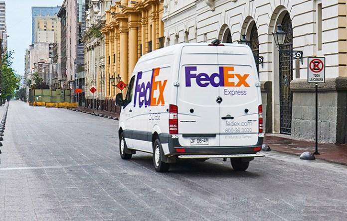 FedEx continúa entregando insumos médicos