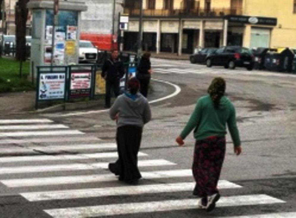 imperia, due ragazze nomadi tentano furto in appartamento: denunciate dalla polizia