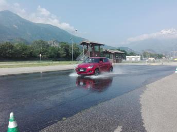 foto corsi guida sicura motoroasi (2)