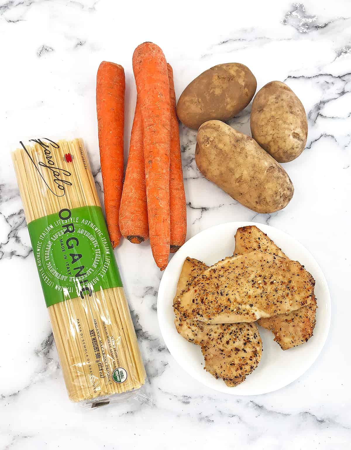 Homemade Chicken Noodle Soup Ingredients #chickennoodlesoup #homemadechickennoodlesoup #familyfavorite #comfortfoods