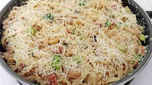 Fettuccini Chicken Alfredo with Broccoli