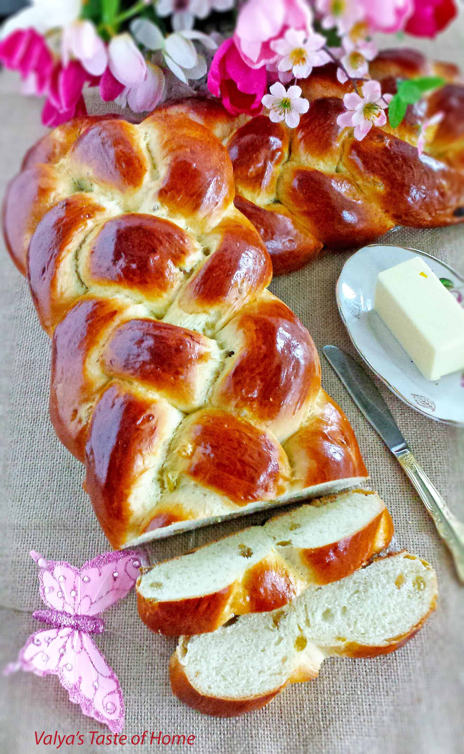 Sweet Braided Ester Bread with Raisins