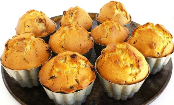 Buttermilk Muffins with Raisins