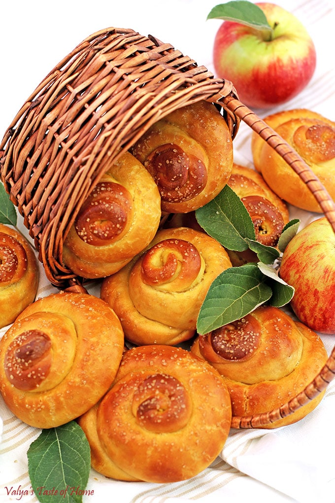 Sweet Swirl Apple Buns, apple sweet buns, apples, fall baking, fresh yeast buns, home eggs, homemade mayonnaise, Jonagold apples, organic flour, organic sugar, organic whole milk, raw organic cane sugar, sea salt, so good, Sweet Swirl Apple Buns