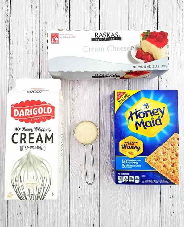beautiful dessert, creamy cheesecake, decor dessert, delicious, graham crackers, individual dessert cups, kid approved, kiwis, last minute dessert, No Bake Strawberry Kiwi Cheesecake Parfaits, party dessert, quick and easy dessert, strawberries