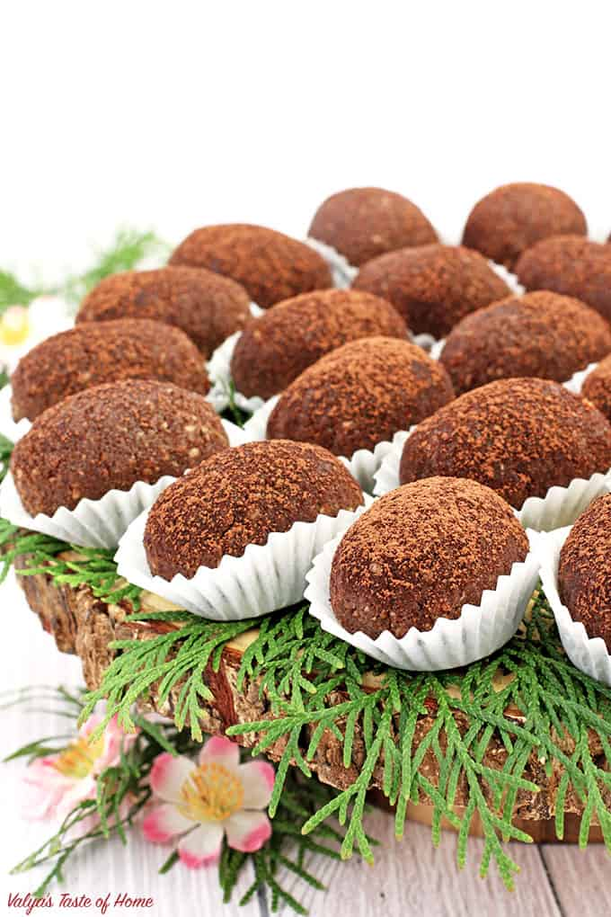 Cake Truffles, chocolate, cocoa, dessert, gorgeous dessert décor, Kartoshka Chocolate Cake Truffles (Potato Pirozhnoye), natural vanilla extract, party friendly dessert, Pirozhnoye, potato dessert, sponge cake truffles