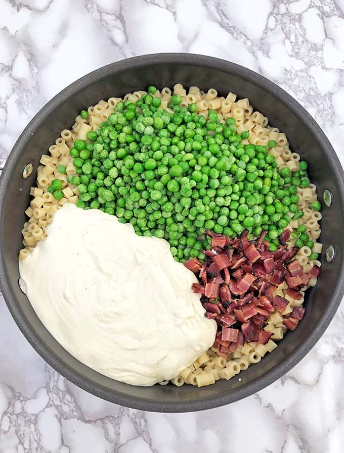 Creamy Peas and Bacon Pasta Recipe, delicious dinner recipe, easy, easy dinner, family dinner, fresh peas, Homemade Creamy Alfredo Sauce, homemade meal, Main Dish, natural bacon, one pan dinner, pasta dinner dish, quick and easy