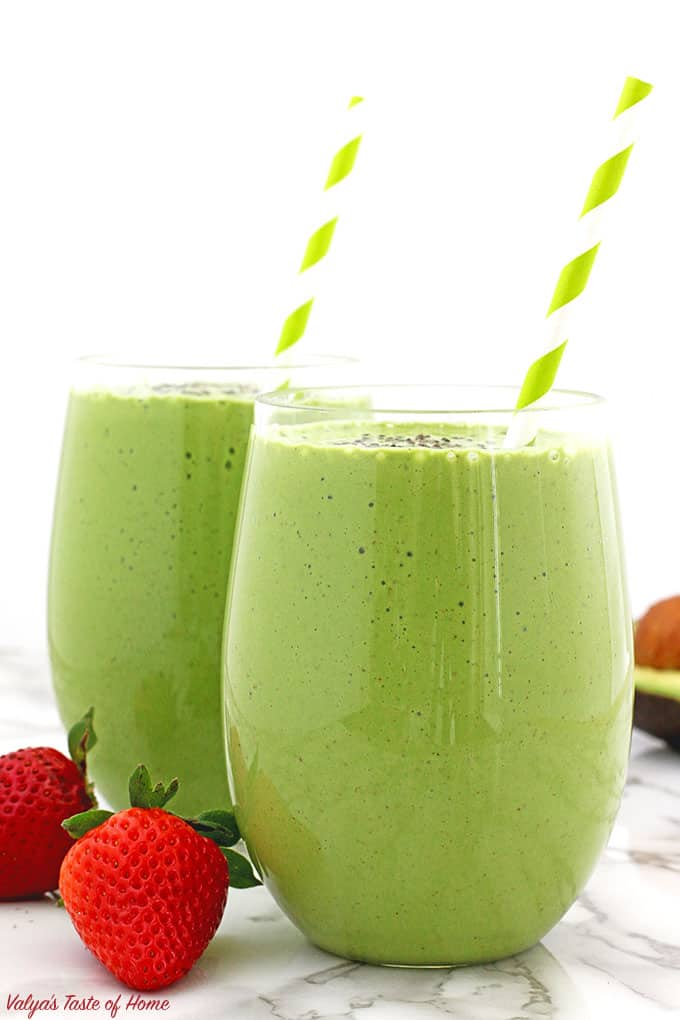 delicious, Healthy Avocado Spinach and Strawberry Smoothie, healthy diet, healthy eating, kid-friendly, meal replacement drink, organic avocado, organic chia seeds, organic greek yogurt, organic maple syrup, organic spinach, organic strawberries, vanilla almond milk