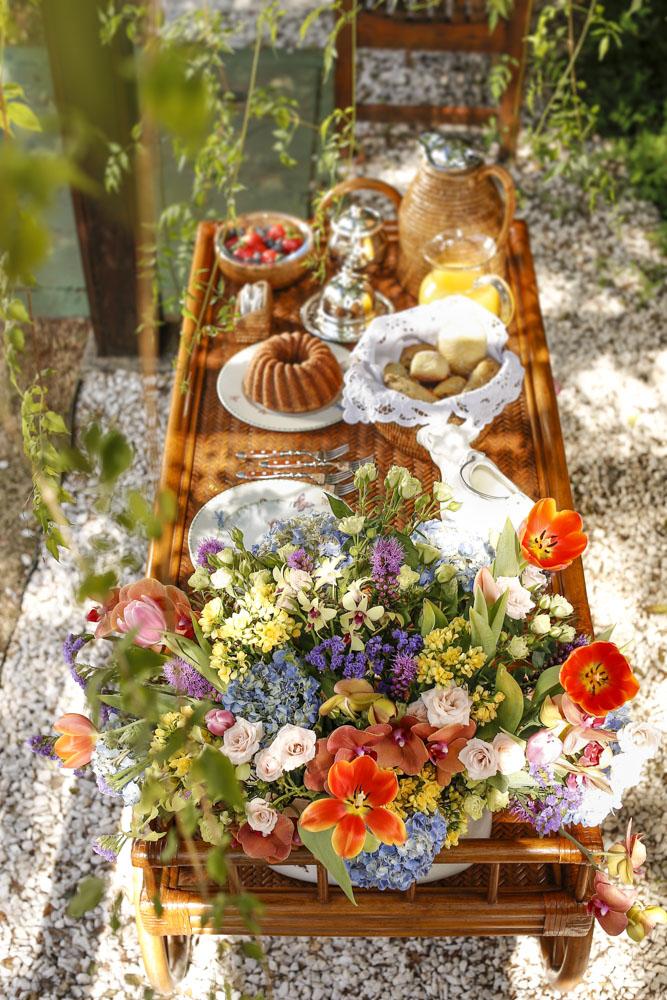 carrinho de cha ou cafe de rattan by Cecilia Dale