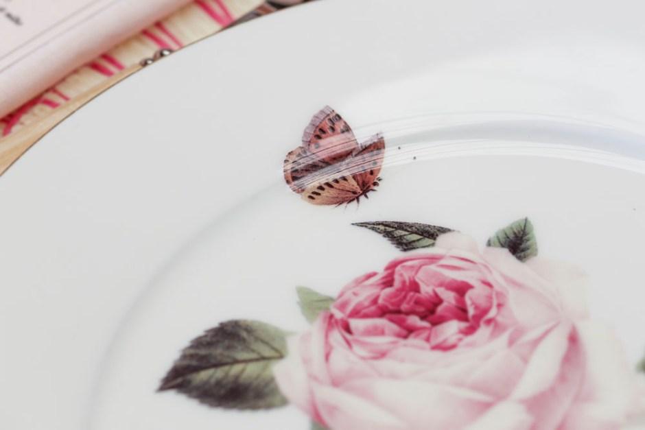 louça com pintura de borboleta