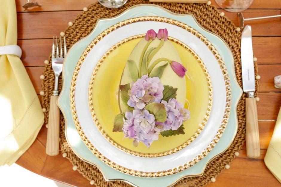 mesa de Páscoa com ovo de pascoa