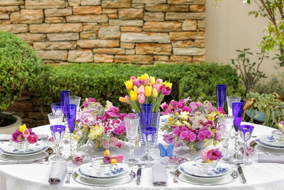 mesa de dia das mães em tons de azul e rosa