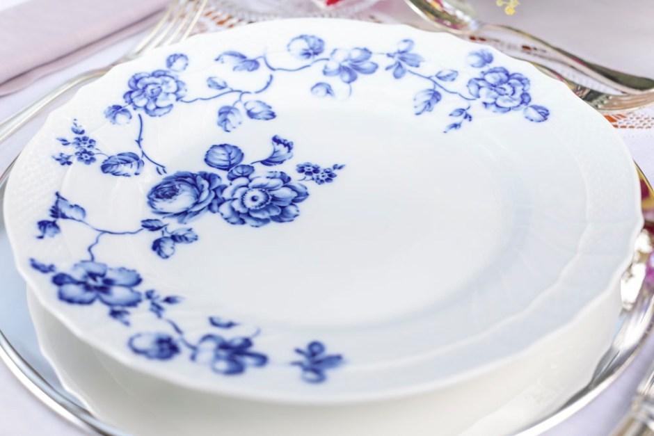 prato raso rose em azul e branco