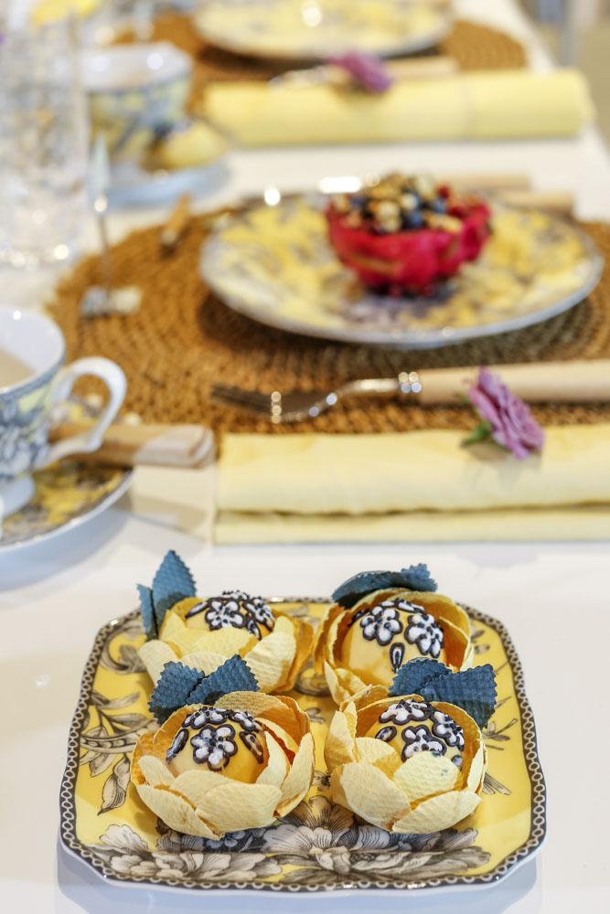 trufas de limão Isabella Suplicy com estampa da louça Petrópolis de Tania Bulhões