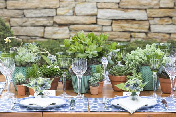 mesa de almoço Dia dos Pais com cores verde e azul
