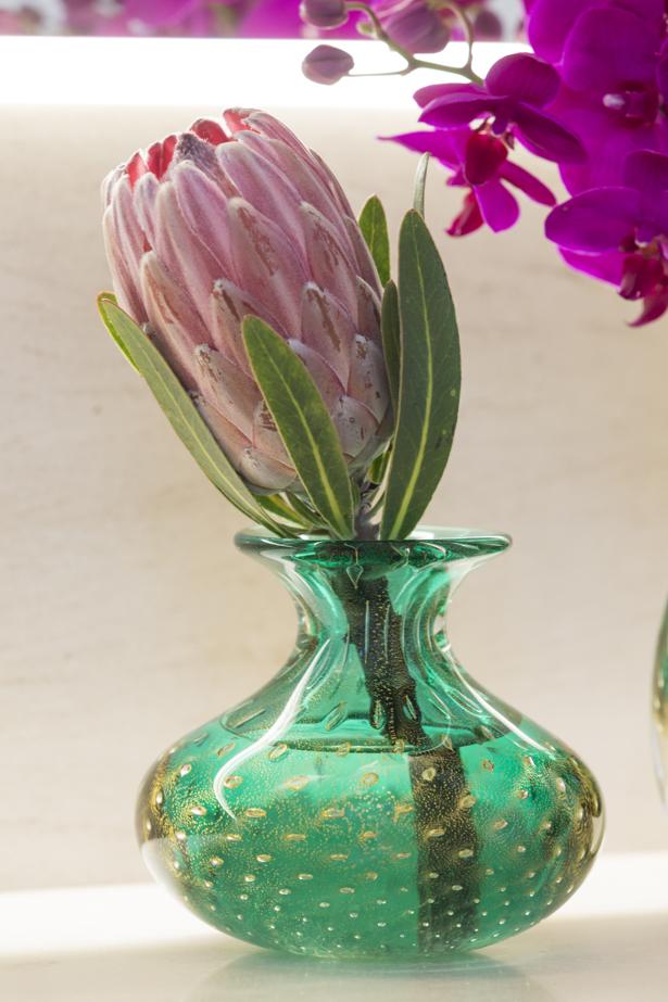 protea em vaso verde de cristal com ouro Cristais Cá d'Oro