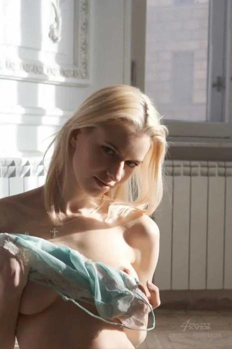 Sexy-Nude-Blonde-Izolda-Queen-Maya-5 (LOW)