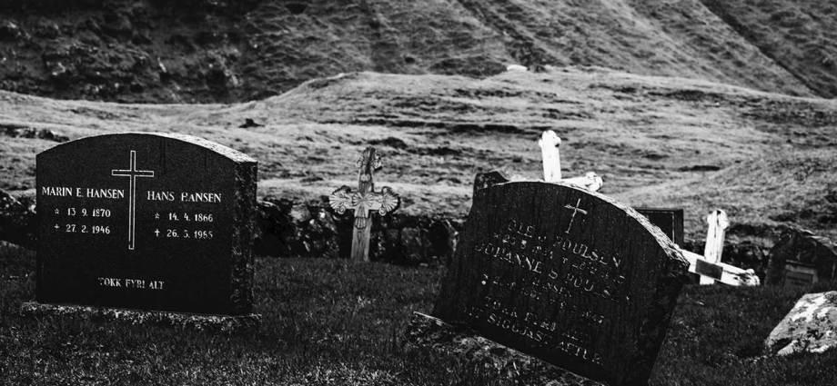 Il Paese Fantasma di Eleonora Protopapa - Sull'orlo del foglio - Speciale Halloween