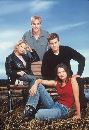 James Van Der Beek, Katie Holmes, Joshua Jackson, and Michelle Williams in Dawson's Creek (