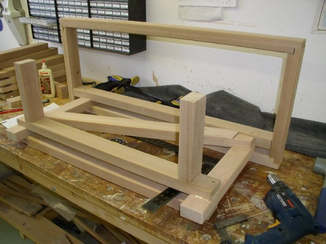 Bench/Table -- 8 hours -- Can$ 115.00 -- Beginner