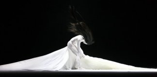 In her Canadian debut, Taiwanese choreographer Lin Lee-Chen presents Eternal Tides. Photo by Chin Cheng-Tsai.