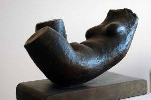 bronze sculpture of reclining female body by Geemon Xin Meng