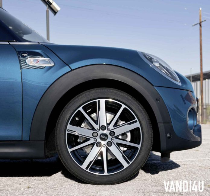 New MINI Convertible Sidewalk Edition: Top 8 things to know | Vandi4u