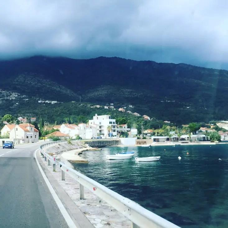 Bucht von Kotor camping Hund Montenegro