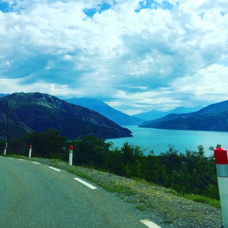 Lac de Serre Poncon Frankreich Alpen Stausee Roadtrip Campingbus Wohnmobil