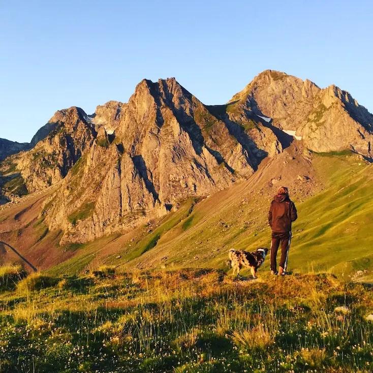 Camping mit Hund Vanlife Pyrenäen Berge Urlaub Camping