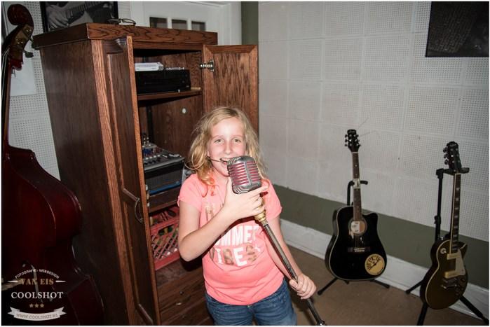Ashley als Elvis Imitator...
